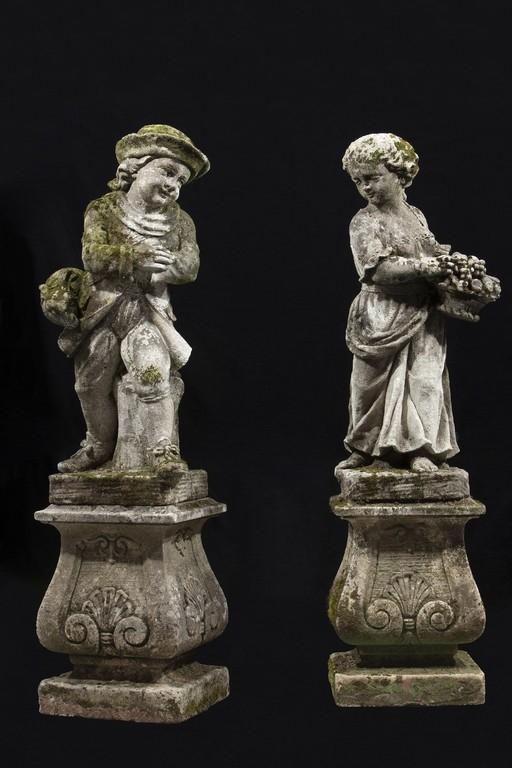 Coppia di sculture in pietra, XX secolo