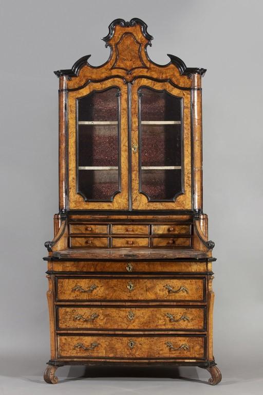 Cassettone a ribalta con alzata, Lombardia, XVIII secolo (aperto)