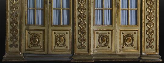 Scenografico armadio in legno laccato e dorato - CATALOGO