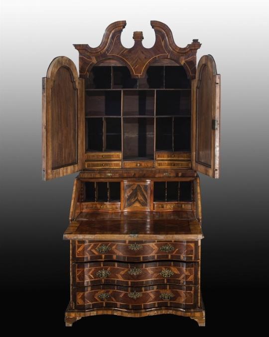 Cassettone a ribalta con alzata, Veneto, XVIII secolo - OPERE