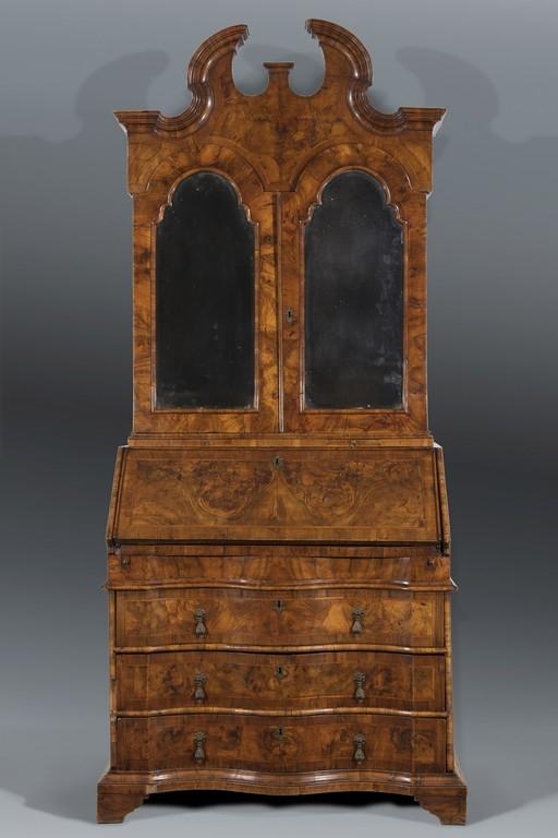 Cassettone a ribalta con alzata, Veneto, XVIII secolo - CATALOGO