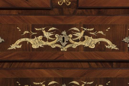 Cassettone intarsiato, Toscana, XVIII secolo - Galleria